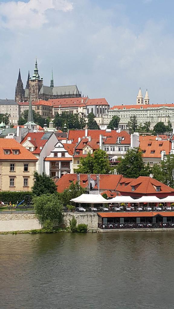 Widok na Hradczany z Mostu Karola