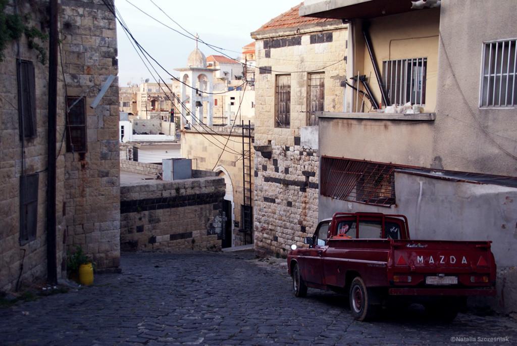 Urokliwa uliczka w mieście Hama.
