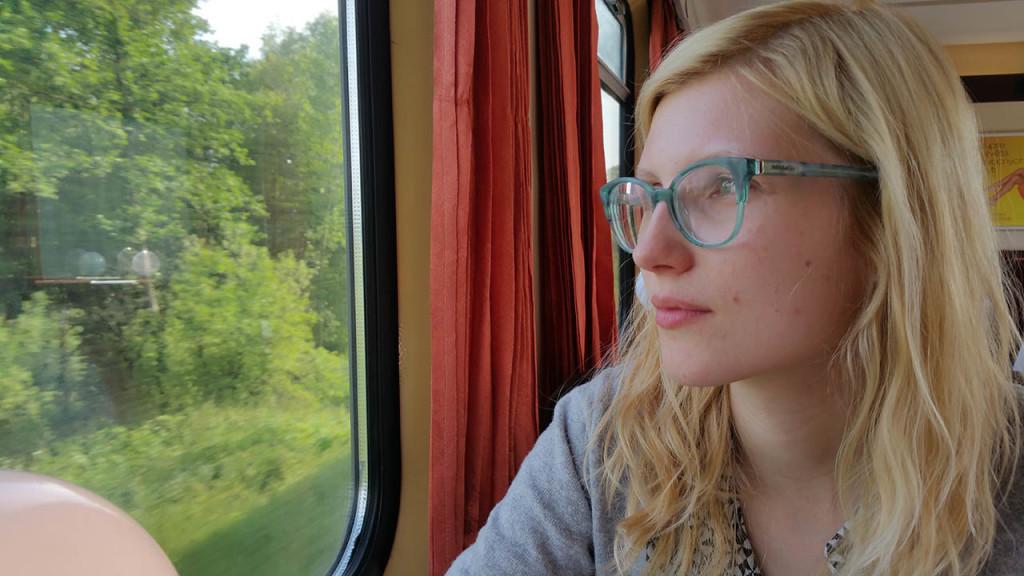 Wśród rodziny i przyjaciół jestem znana z miłości do Warsów, zawsze, ale to ZAWSZE jak jadę pociągiem siadam w przedziale restauracyjnym, czasem gwarantuje to niesamowite przeżycia ;)